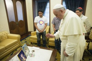 Pope Francis blesses pictures of Catholic Relief Services employee who was killed
