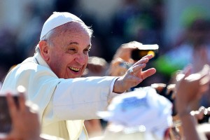 Pope-Francis-greets-the-crowd