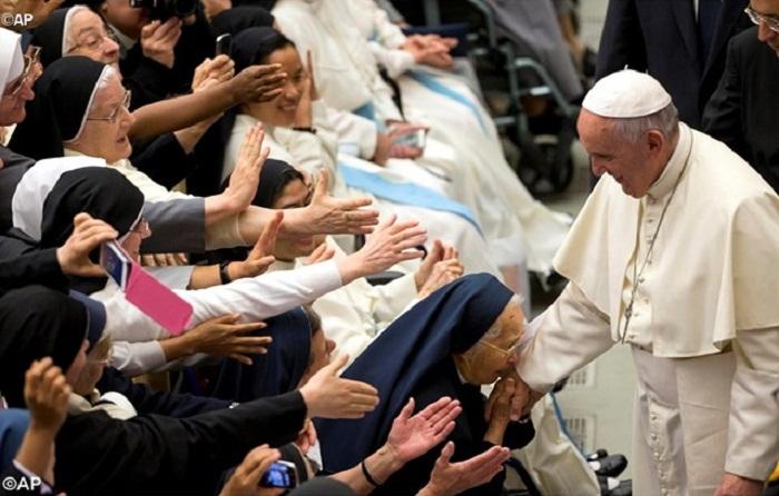 Giáo hoàng Phanxicô gặp các tu sỹ giáo phận Roma