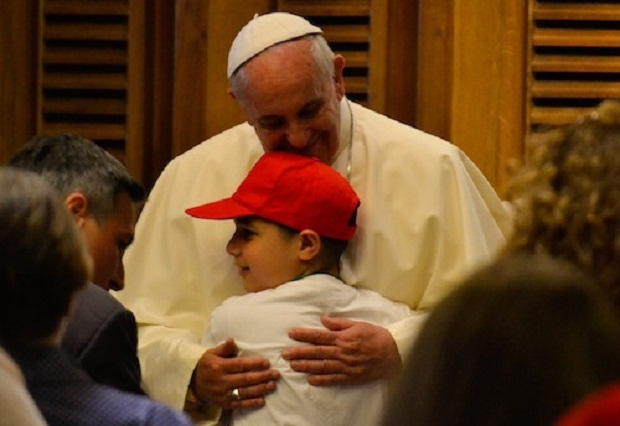 Pope_Francis_embraces_a_young_student_on_May_31_22014_in_Paul_VI_audience_hall_Credit_Daniel_Ibez_CNA