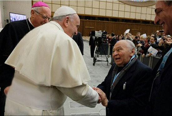 Đức Phanxicô và cha Gutierrez, hôm 22-11-2014