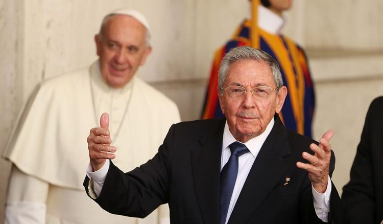 pic_giant_051215_SM_Raul-Castro-Pope-Francis-G