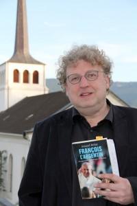 Arnaud Bédat ở sân thượng của Trung tâm Thánh Phanxicô ở Delémont