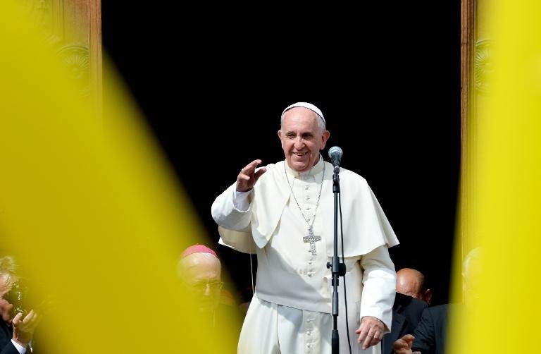 afp-pope-venerates-mysterious-shroud-of-turin