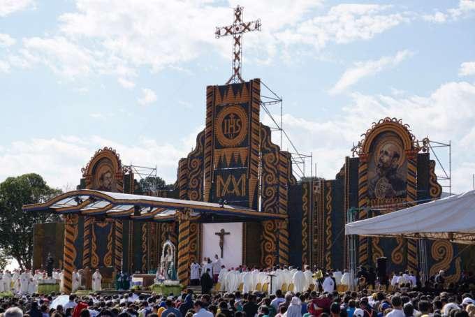 Bàn thờ ở Nu Guazú, Asuncion, Paraguay, 12-7-2015