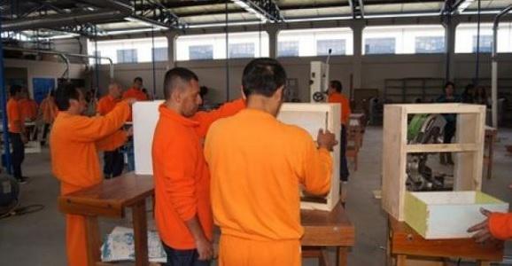 Các tù nhân góp phần vào việc chuẩn bị cho chuyến đi của Đức Phanxicô