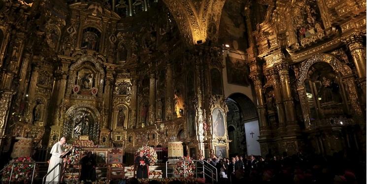 Giáo hoàng Phanxicô trong buổi gặp với cộng đồng dân sự của Ecuador trong nhà thờ thánh Phanxicô ở Quito