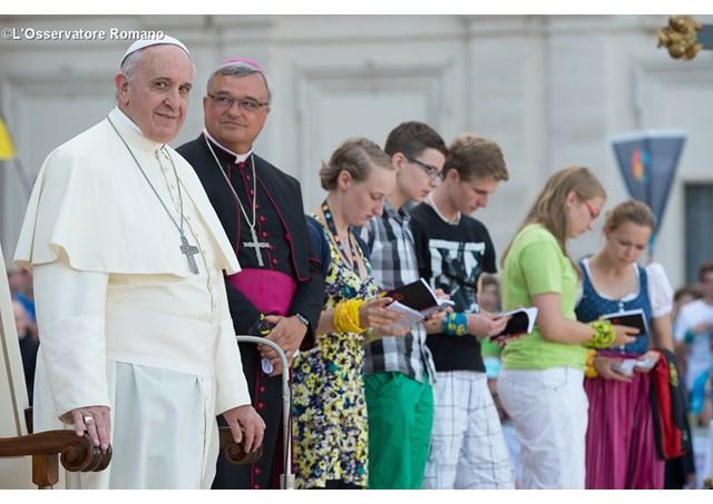 Đức Phanxicô và các người giúp lễ nước Đức ngày 5 tháng 8-2014