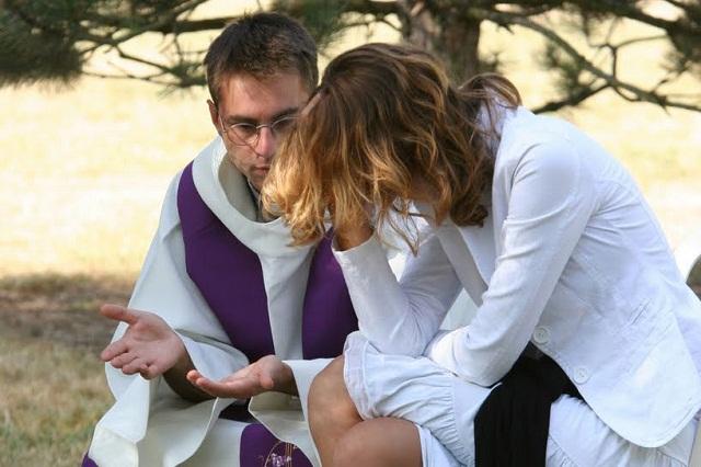 Dù ban đêm cũng tìm được linh mục