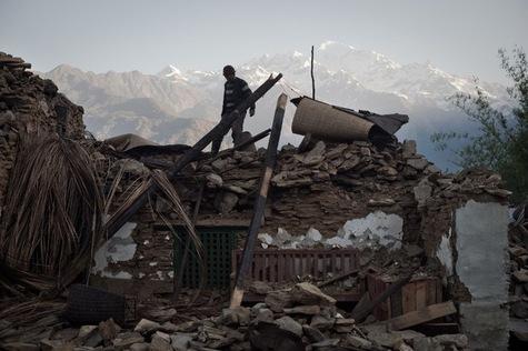 Ngày 4 tháng 5-2015, làng Barpack kế cận với làng Thumi, thiệt hại của trận động đất cần còn rất nặng.