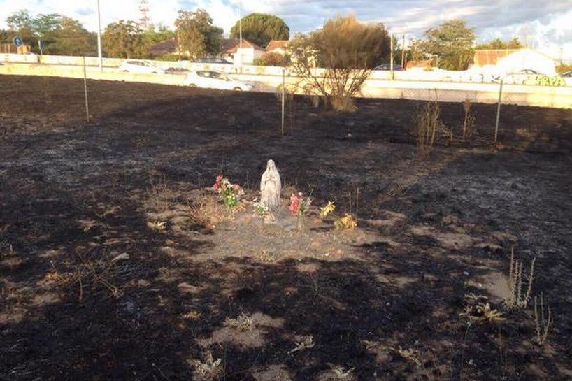 Tượng Đức Mẹ không hề hấn gì sau vụ hỏa hoạn