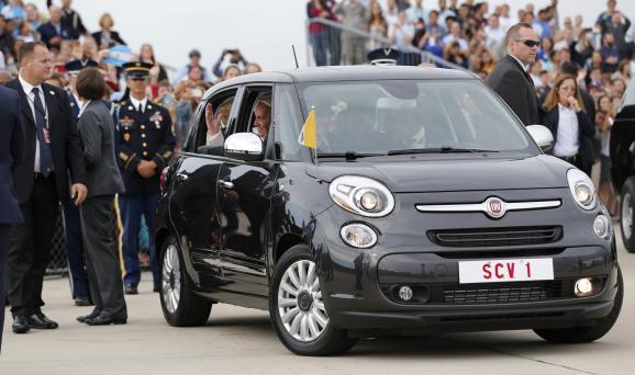 Chiếc Fiat 500 ở phi trường quân sự Andrews, 22-9-2015
