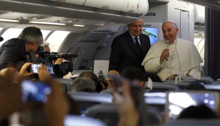 Những chuyện thú vị về chuyến bay của giáo hoàng