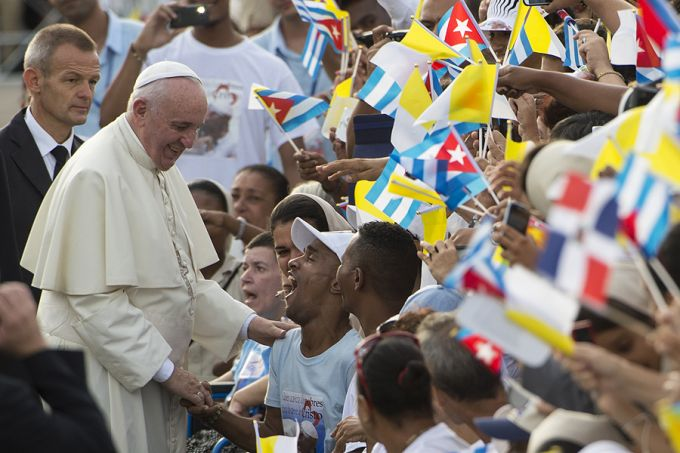 Pope_Francis_greets_pilgrims_in_Havanas_Revolutionary_Square_before_Mass_Sept_20_2015_Credit_LOsservatore_Romano_CNA_9_20_15
