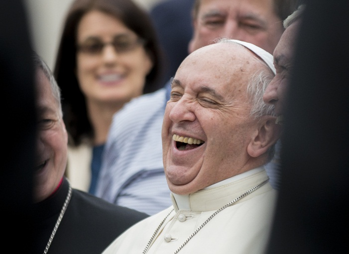 web-pope-francis-laughing-001-antoine-mekary