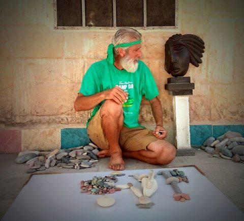 Nhà điêu khắc người Syria Nizar Ali Badr