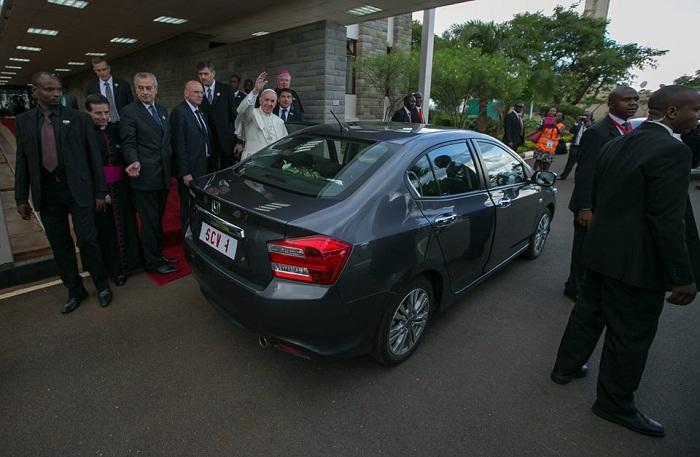 Đức Phanxicô xe Honda Nairobi