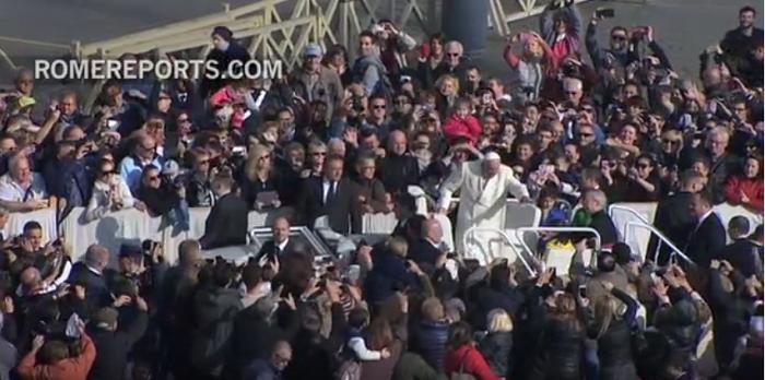 """""""Mẹ, con sắp đi một vòng với Đức Giáo hoàng!"""""""