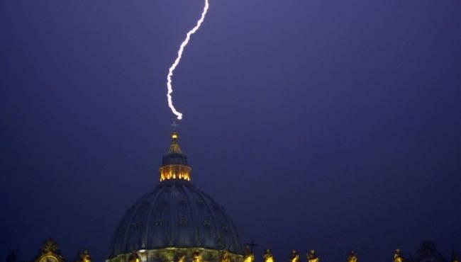 36319_orage-vatican-demission-pape_650x370
