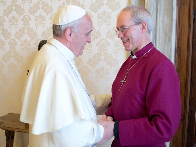 Đức Phanxicô và Thượng giáo chủ Anh giáo Justin Welby ngày 14 tháng 6-2013 tại Vatican