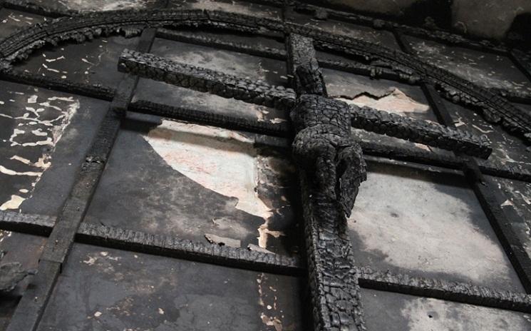 Thập giá cháy thành than