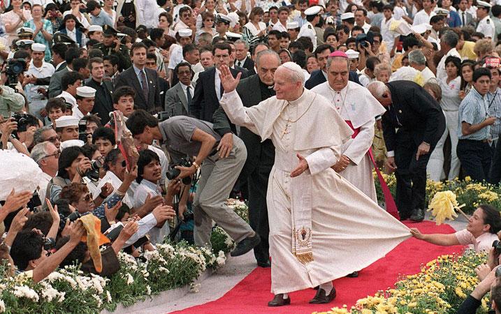John-Paul-II-Mexico-1990