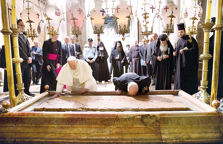 Pope_Francis_and_Bartholomew_at_Holy_Sepulchre