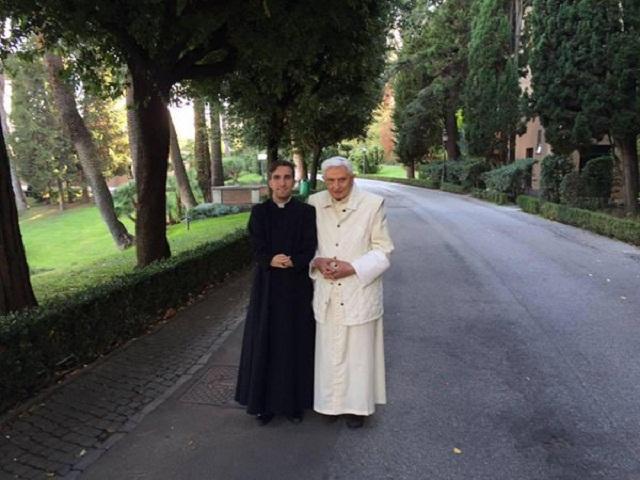 Thầy Rosario và Đức Benedicto