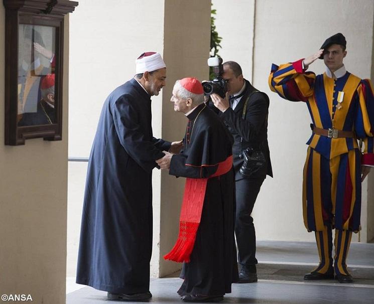 Đại Imam của Đại học al-Azhar và Đức Hồng y người Pháp Jean-Louis Tauran