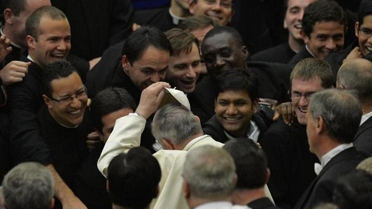 Đức Phanxicô với các linh mục 201606021