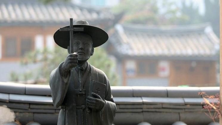 bức tượng nhỏ trong một nhà thờ công giáo ở Nam Hàn