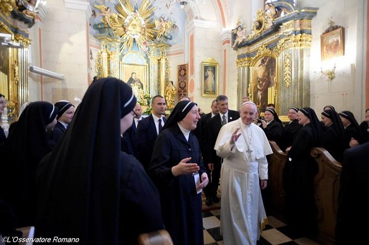 Đức Phanxicô đến thăm Dòng Đức Mẹ dâng Chúa