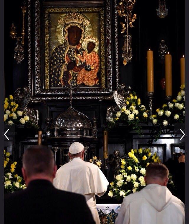 Đức Phanxicô kính viếng Đức Mẹ Đen 20160728