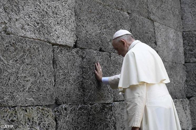 Đưc Phanxicô và bạo lực Công giáo 2016