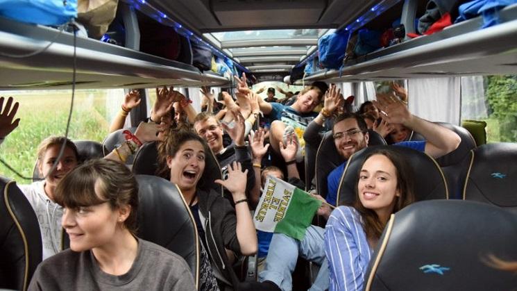 Các bạn trẻ tham dự ngày JMJ trên đường về
