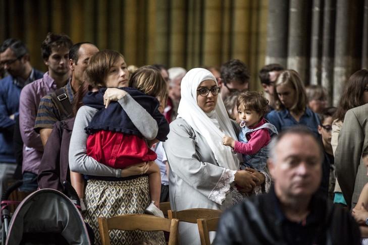 Người hồi giáo cùng với giáo dân trong tang lễ Linh mục Jacques Hamel
