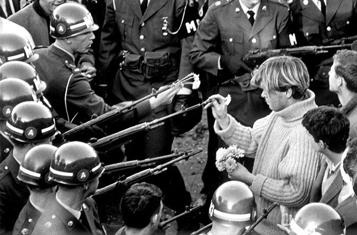 Về súng đạn vũ khí và chủ nghĩa hòa bình 2016