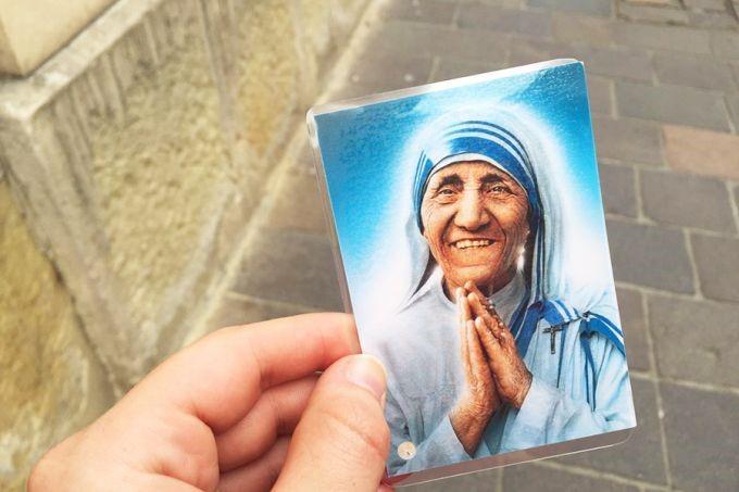Thẻ cầu nguyện Mẹ Têrêxa cho những người hành hương WYD tại Krakow