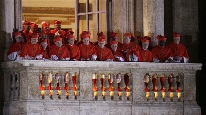 Các hồng y sau cuộc bầu chọn Đức Phanxicô. Photo: Reuters / Max Rossi