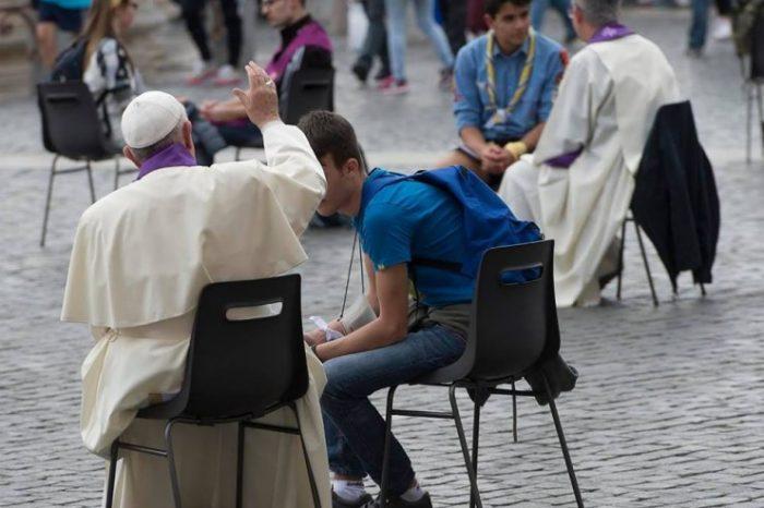 jubile-des-adolescents-confessions-place-saint-pierre-23-avril-2016-jubile-de-la-misericorde-740x493