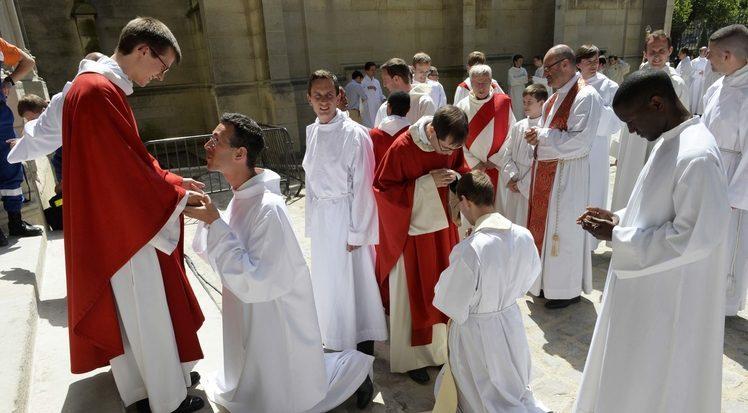 http://phanxico.vn/wp-content/uploads/2017/05/vocation-pretre-sacerdoce-jeune-ministere-ordination-benediction_article.jpg