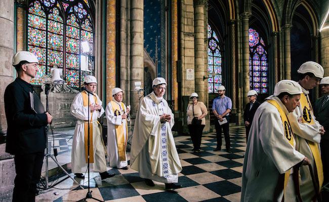 Thánh lễ tại Nhà thờ Đức Bà: Biểu tượng Giáo hội sống động tiến lên giữa đống gạch vụn