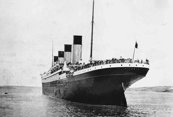 http://phanxico.vn/wp-content/uploads/2019/08/la-poupe-titanic-photographiee-p-browne-dans-port-cobh_0_730_406.jpg