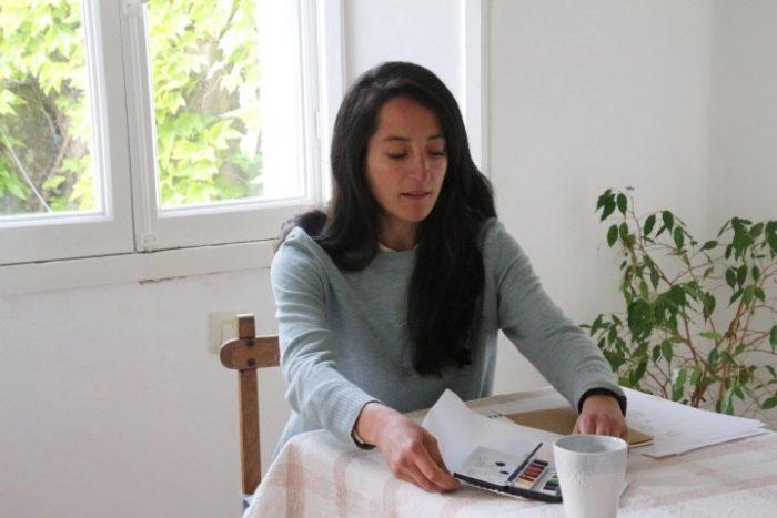 Các bức tranh của họa sĩ María Olguín nhắc Chúa đang đau khổ với chúng ta