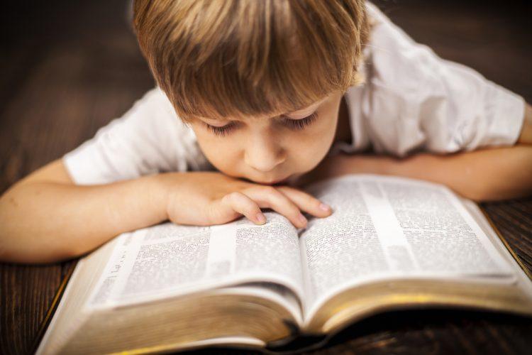 Làm sao đọc Thánh Kinh mà không chán? - Phanxicô