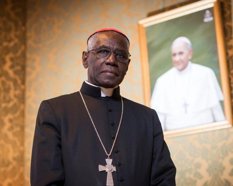 Đức Cha Phêrô chia sẻ: Bài phỏng vấn ĐHY Robert Sarah của National Catholic Register